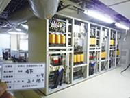 写真: 旧800MHz帯対応基地局の電源設備