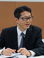 Photo: Mr. Hitoshi Suzuki